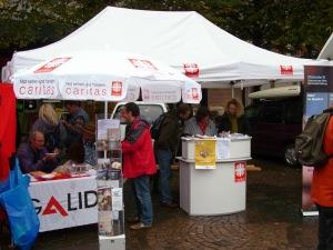 Infostände von GALIDA und Caritasverband Darmstadt e.V.