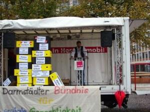 Auftakt: Verdi-Sekretär Horst Gobrecht eröffnet die Kundgebung