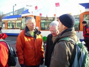 Ernst Wiederhold (Evangelische Erwachsenenbildung), Norbert Mander (Dekan Evangelisches Dekanant) und Andreas Reifenberg (Katholisches Dekanat) bei der Kundgebung am 04.12.2010