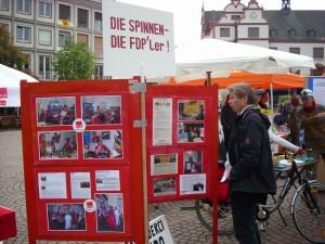 GALIDA-Stellwand mit Aktionsberichten am 01. Mai 2011, Marktplatz Darmstadt