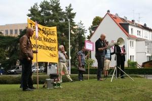 Frank Gerfelder-Jung von der GALIDA begrüßt die Fans von Thorge Lorenzen