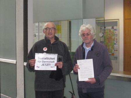 17.10.2016: Sozialamt Darmstadt: Abgabe der GALIDA - Widersprüche gegen die Ablehnung der Ermäßigung bei Bus & Bahn für Erwerbslose